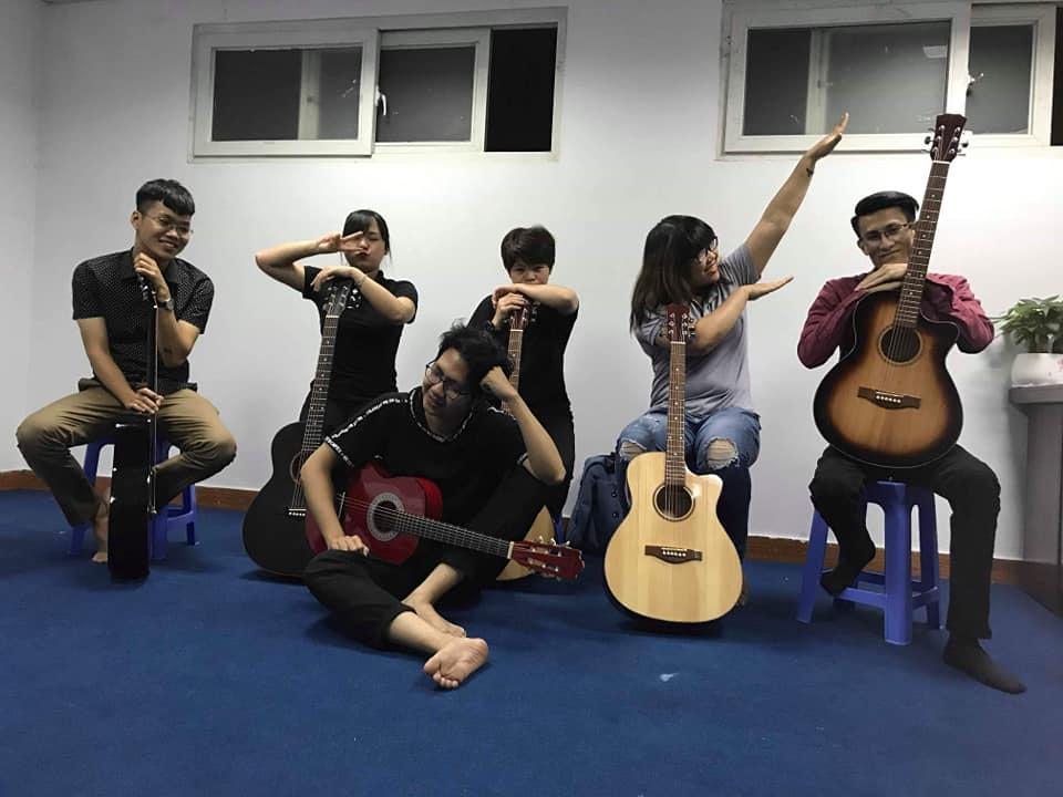 Học Guitar Đông Anh Hà Nôi